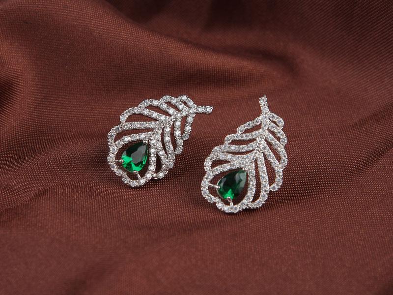 绿宝石耳钉