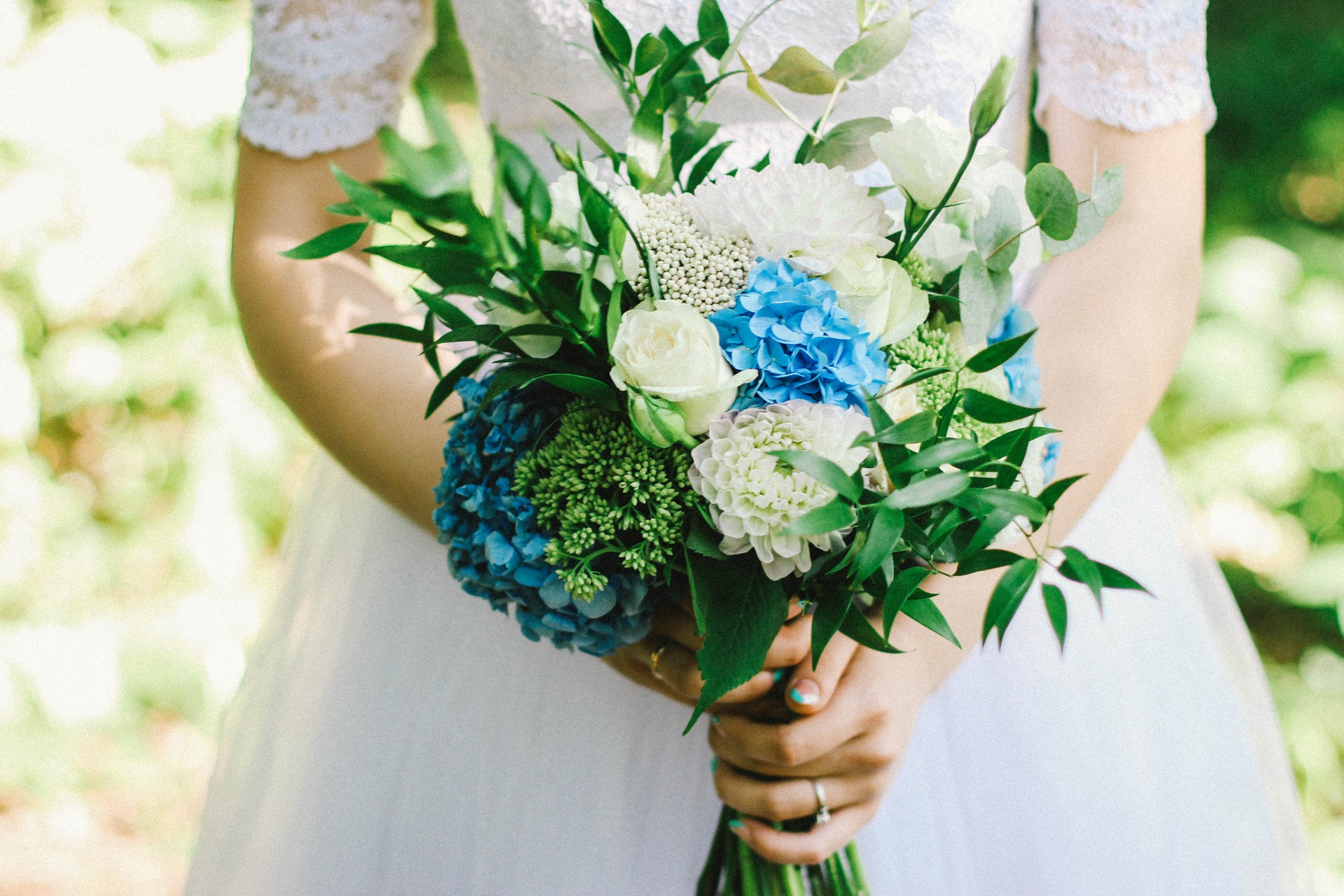 beautiful-blur-bouquet-566450.jpg